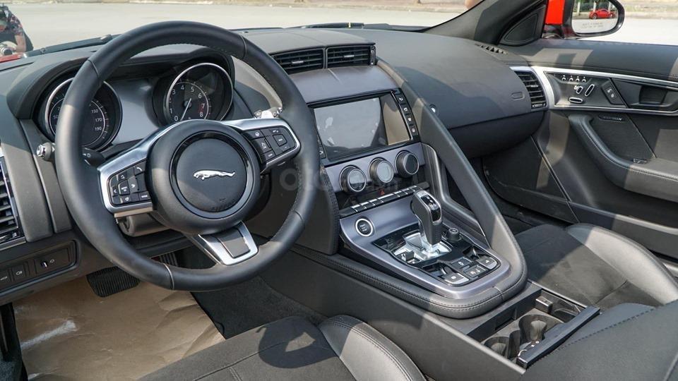 Cần bán xe Jaguar F Type Convertible sản xuất năm 2018, màu đỏ, nhập khẩu (4)