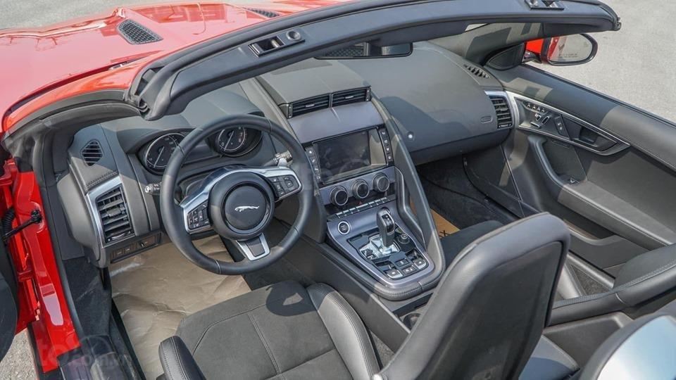Cần bán xe Jaguar F Type Convertible sản xuất năm 2018, màu đỏ, nhập khẩu (6)