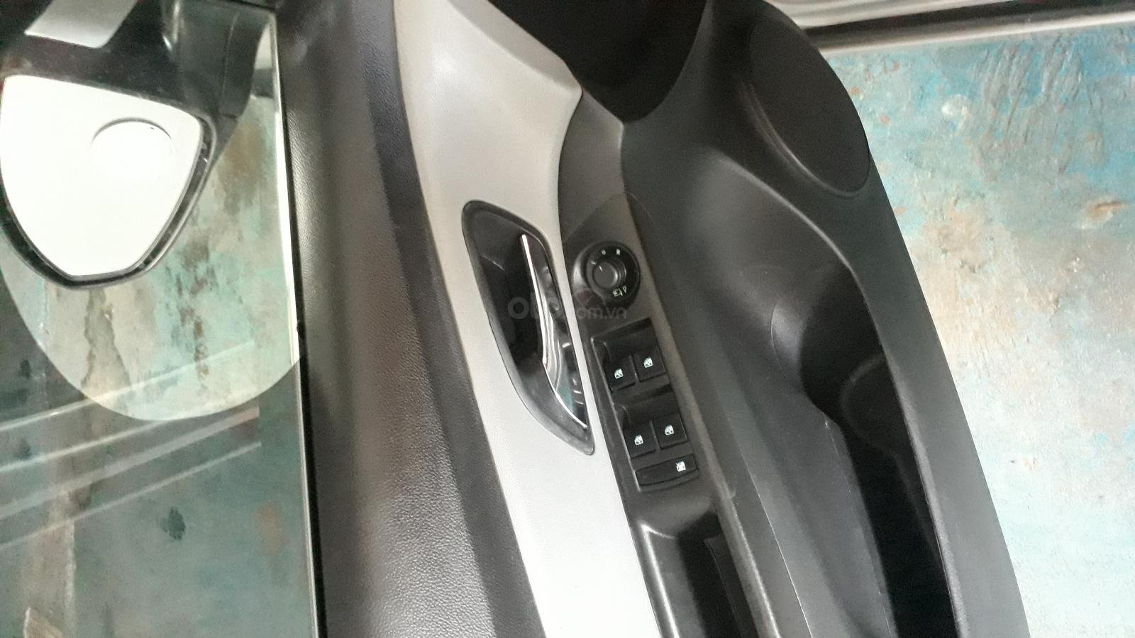 Cần bán xe Chevrolet Cruze LX, màu bạc, xe nhập (3)