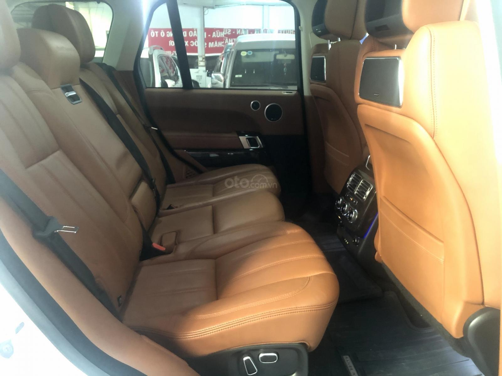 Giao ngay LandRover Range Rover 5.0L đời 2015, màu trắng da bò, uy tín giá tốt (14)