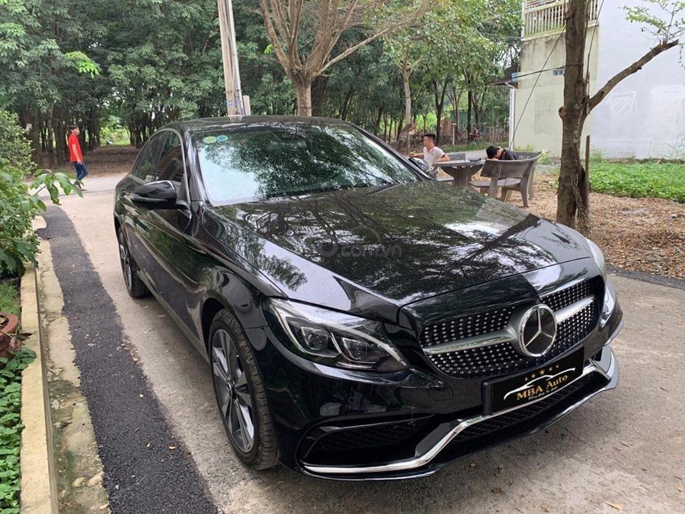 Bán xe Mercedes C250 Exclusive đời 2018 màu đen siêu lướt, trả trước 420 triệu nhận xe ngay (2)