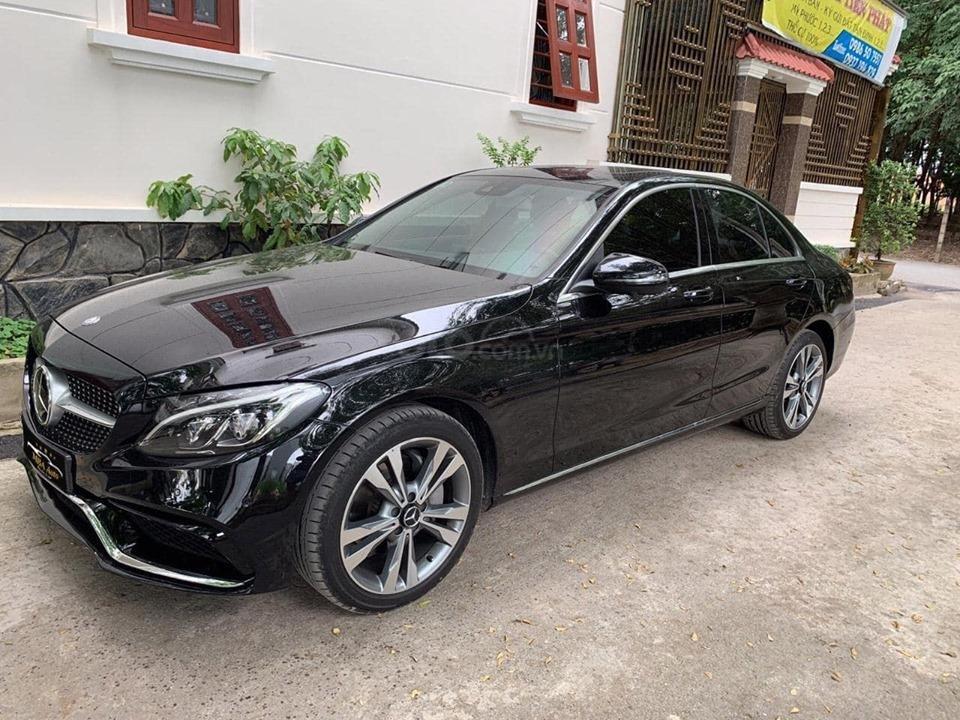Bán xe Mercedes C250 Exclusive đời 2018 màu đen siêu lướt, trả trước 420 triệu nhận xe ngay (5)