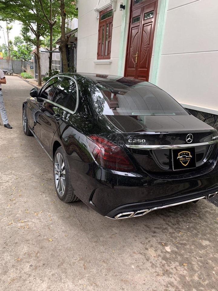 Bán xe Mercedes C250 Exclusive đời 2018 màu đen siêu lướt, trả trước 420 triệu nhận xe ngay (6)