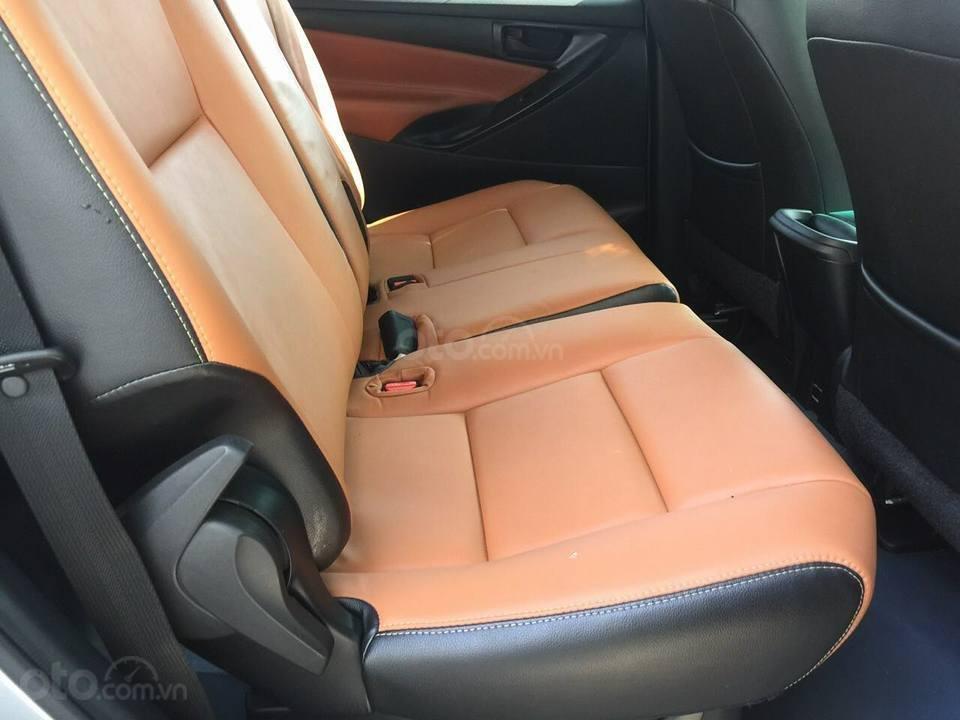 Gia đình cần bán xe Innova 2017, số sàn, màu xám (3)