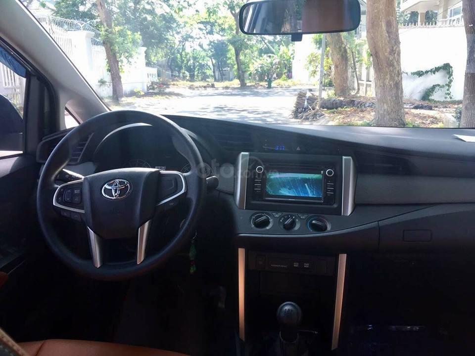 Gia đình cần bán xe Innova 2017, số sàn, màu xám (4)