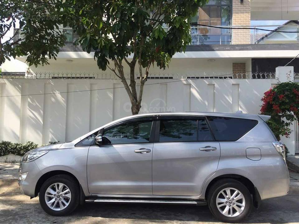 Gia đình cần bán xe Innova 2017, số sàn, màu xám (8)