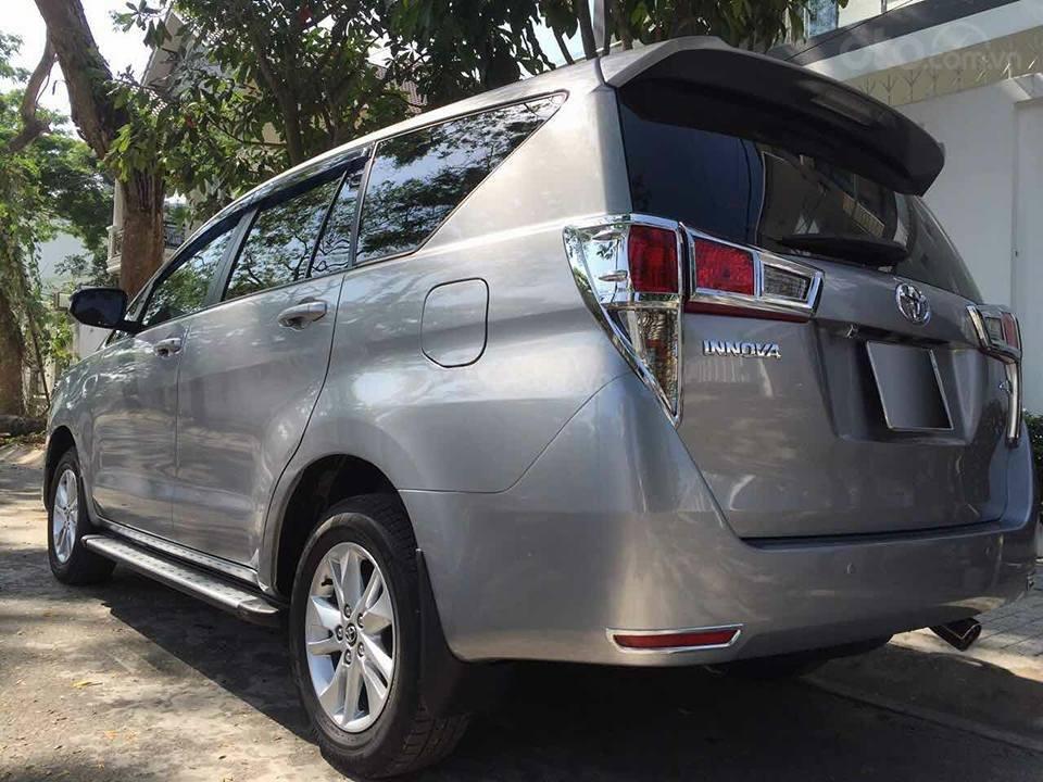 Gia đình cần bán xe Innova 2017, số sàn, màu xám (6)