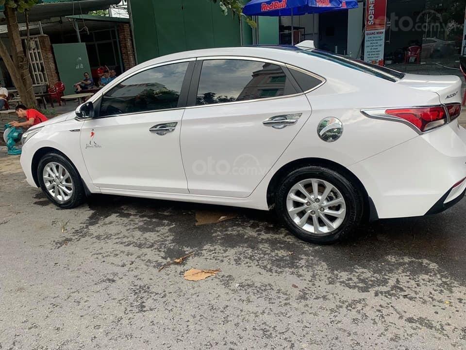 Chính chủ Bán ô tô Hyundai Accent sản xuất năm 2019, màu trắng, giá cạnh tranh (1)