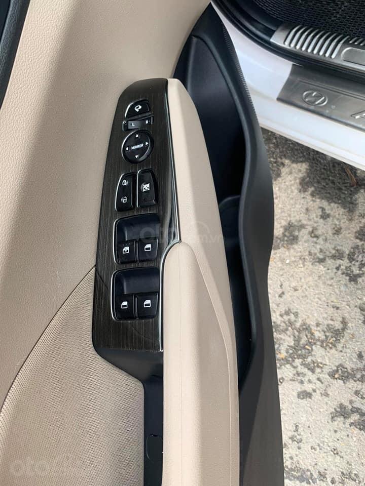 Chính chủ Bán ô tô Hyundai Accent sản xuất năm 2019, màu trắng, giá cạnh tranh (3)
