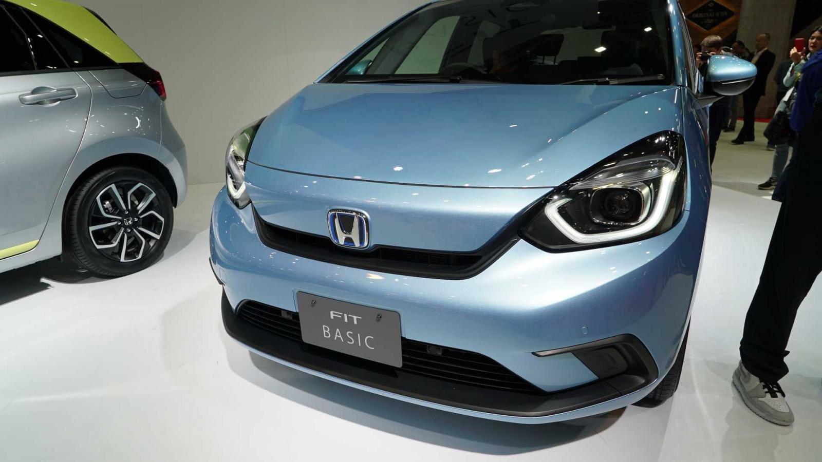 Đánh giá xe Honda Jazz 2020: góc 3/4 đầu xe