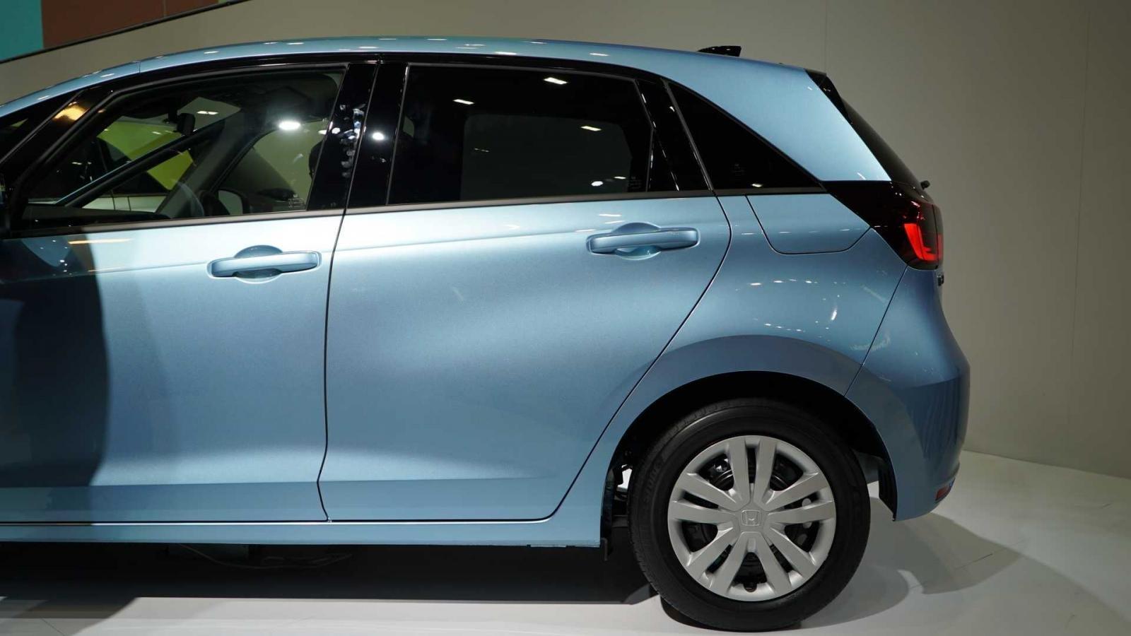 Đánh giá xe Honda Jazz 2020: cửa sau của xe