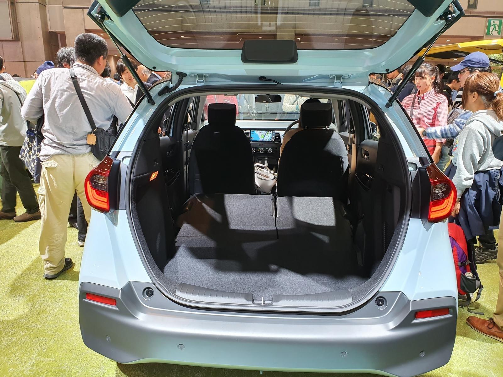 Đánh giá xe Honda Jazz 2020: khoang hành lý của xe 2