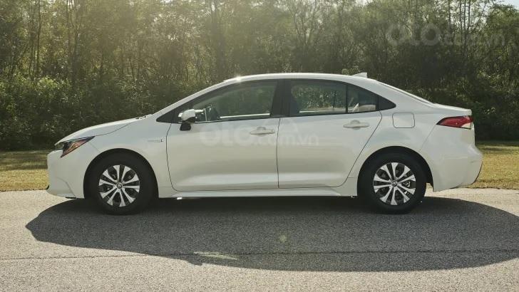 Toyota Corolla 2020 sedan điều chỉnh giá nhẹ