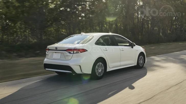 Toyota Corolla 2020 sedan có cả bản động cơ đốt và hybrid