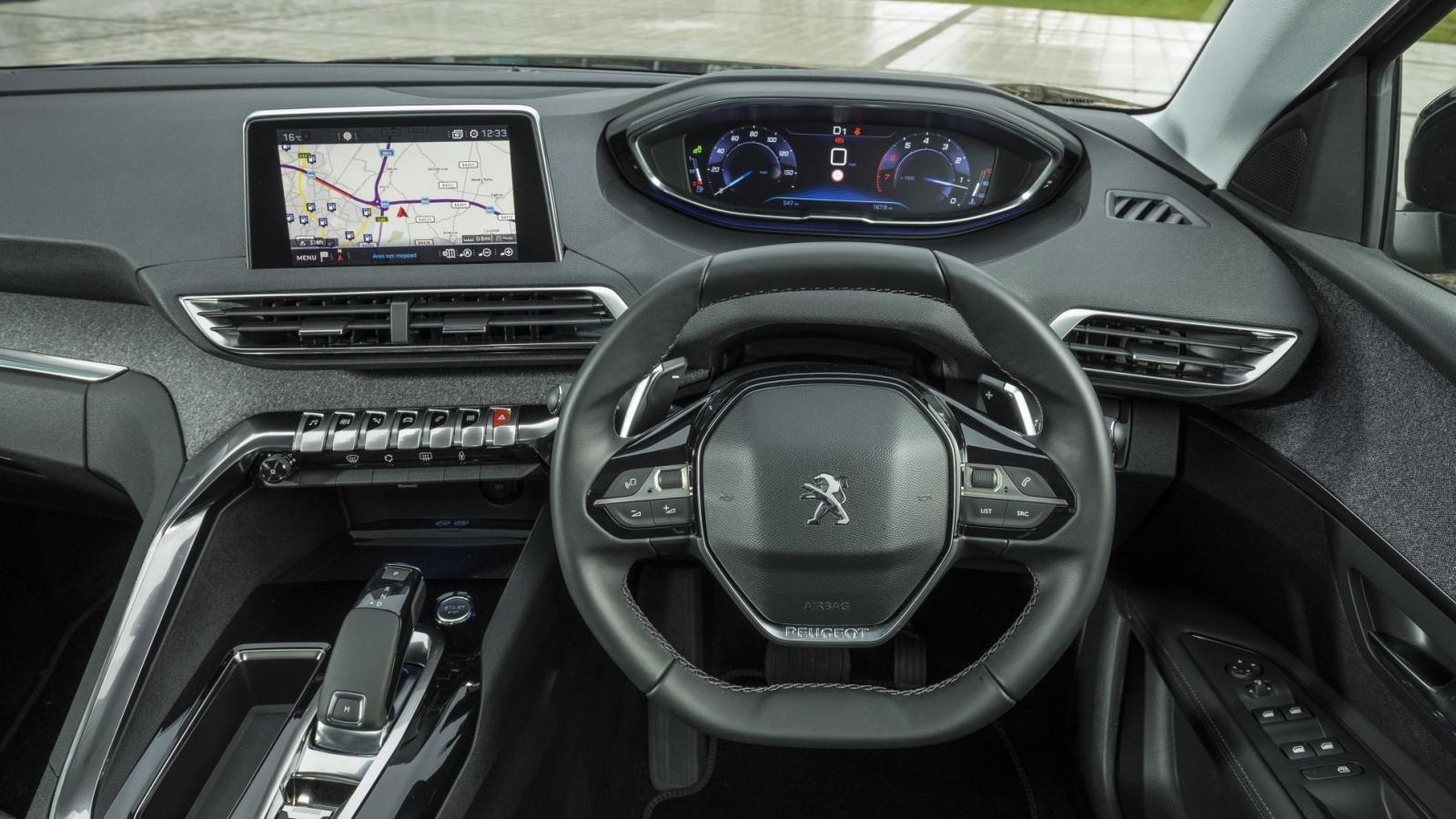 Vô lăng trên Peugeot 3008 2019 được bọc da Mistral