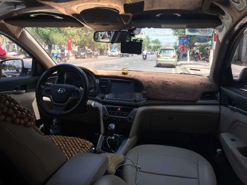 Cần bán Hyundai Elantra 2018, màu bạc, xe nhập (5)