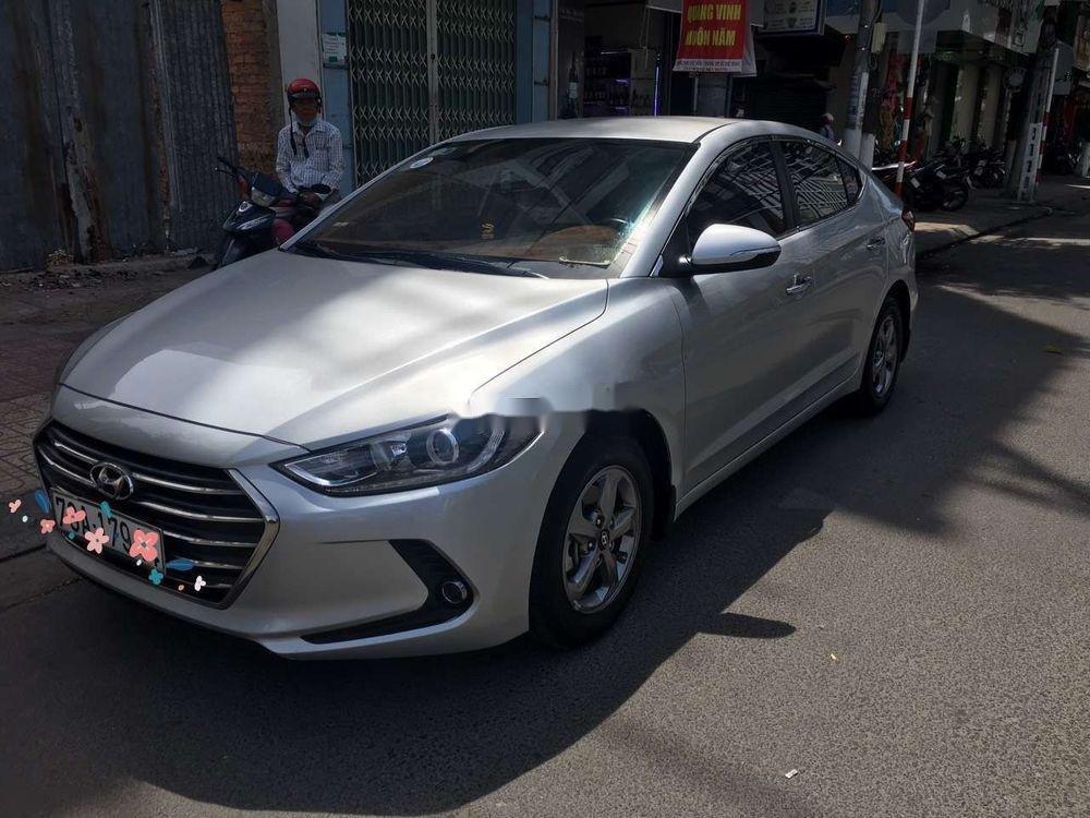 Cần bán Hyundai Elantra 2018, màu bạc, xe nhập (1)