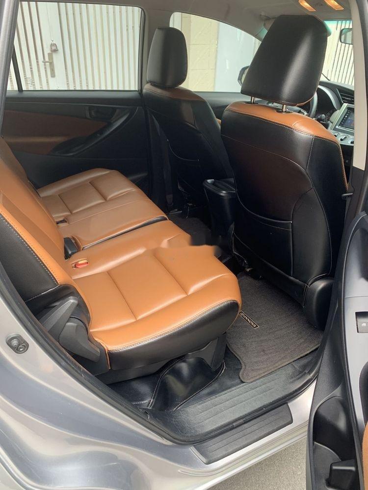 Bán xe Toyota Innova đời 2017, màu bạc số sàn, 625tr (10)
