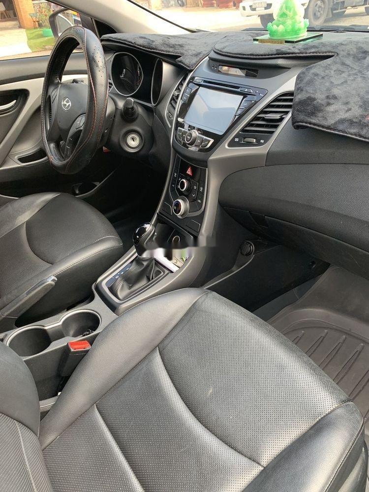 Cần bán Hyundai Elantra sản xuất 2015, số tự động, giá chỉ 470 triệu (3)
