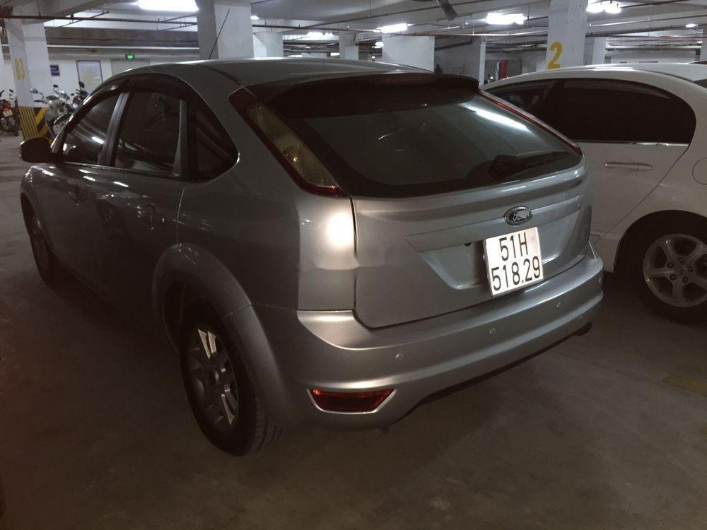 Bán xe Ford Focus 2010, màu bạc, chính chủ, giá cạnh tranh (4)