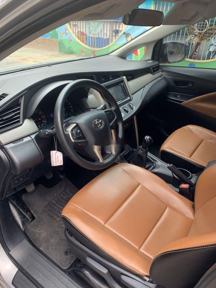 Bán xe Toyota Innova đời 2017, màu bạc số sàn, 625tr (6)