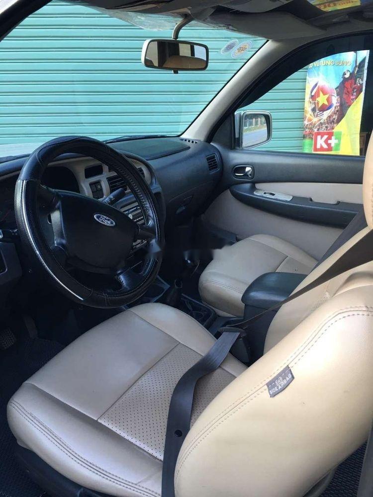 Cần bán lại Ford Everest năm 2006, màu bạc, số sàn, giá cạnh tranh (7)