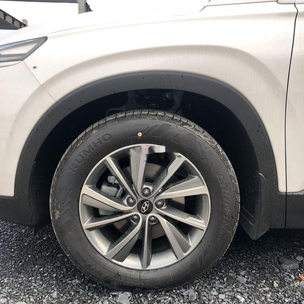 Bán Hyundai Santa Fe năm sản xuất 2019, màu trắng, giá chỉ 995 triệu (7)