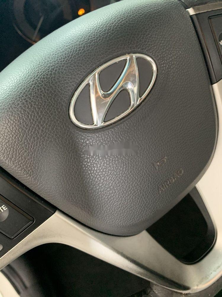 Cần bán xe Hyundai Accent AT sản xuất 2012, màu trắng, nhập khẩu nguyên chiếc, giá tốt (2)
