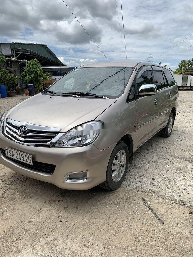 Cần bán Toyota Innova sản xuất 2010, gia đình sử dụng bảo quản kỹ (2)