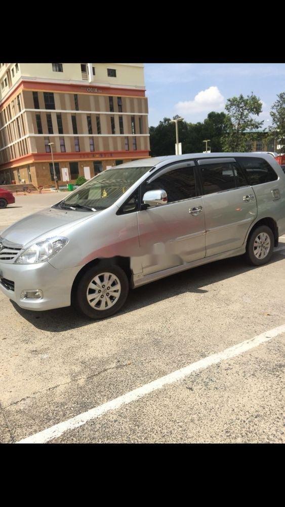 Cần bán Toyota Innova sản xuất 2011, màu bạc, nhập khẩu nguyên chiếc   (5)