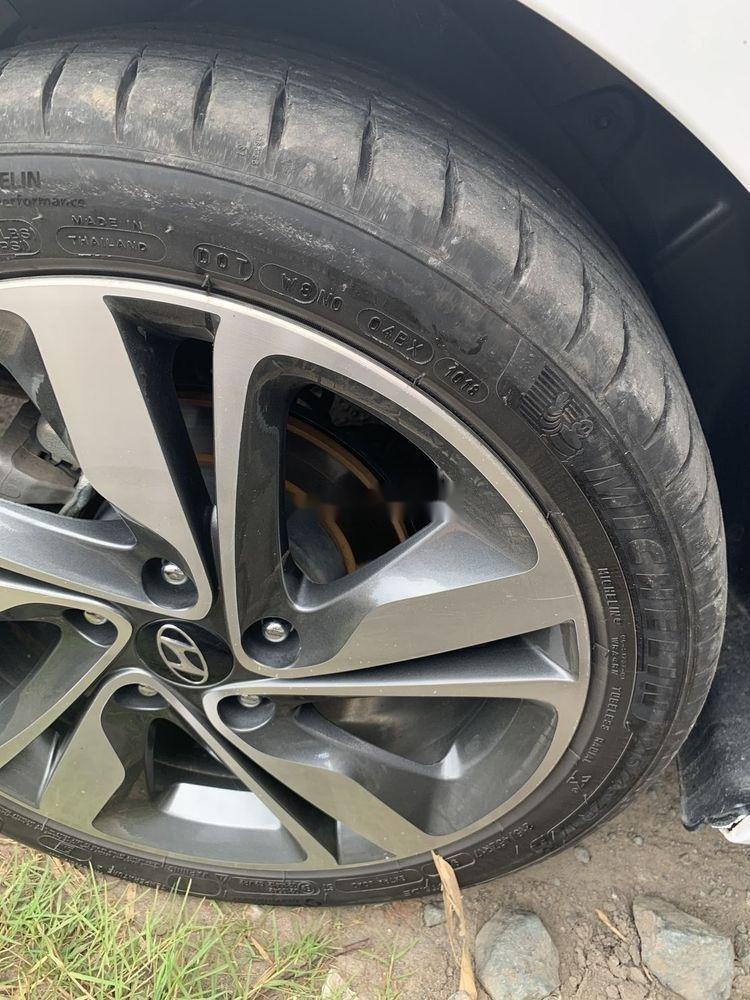 Cần bán Hyundai Elantra sản xuất 2015, số tự động, giá chỉ 470 triệu (4)