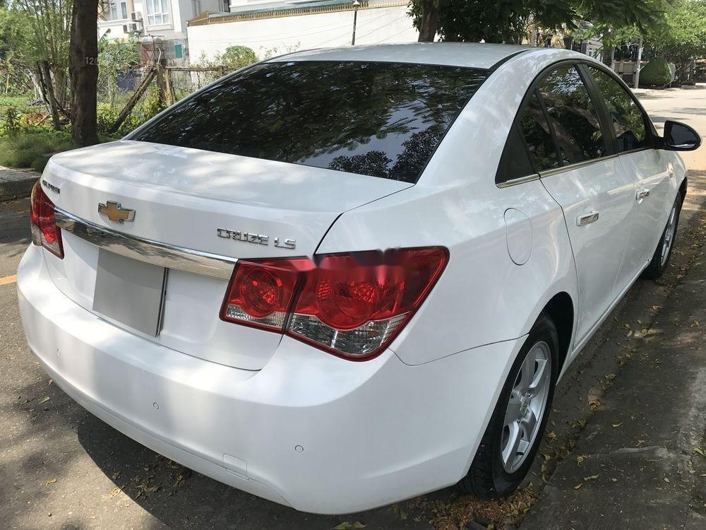 Bán Chevrolet Cruze đời 2014, màu trắng số sàn (5)