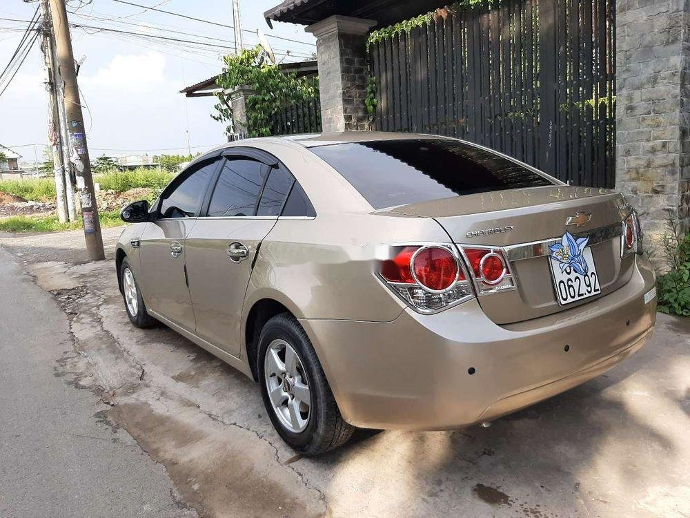 Cần bán Chevrolet Cruze năm 2010, màu vàng, chính chủ, giá tốt (4)