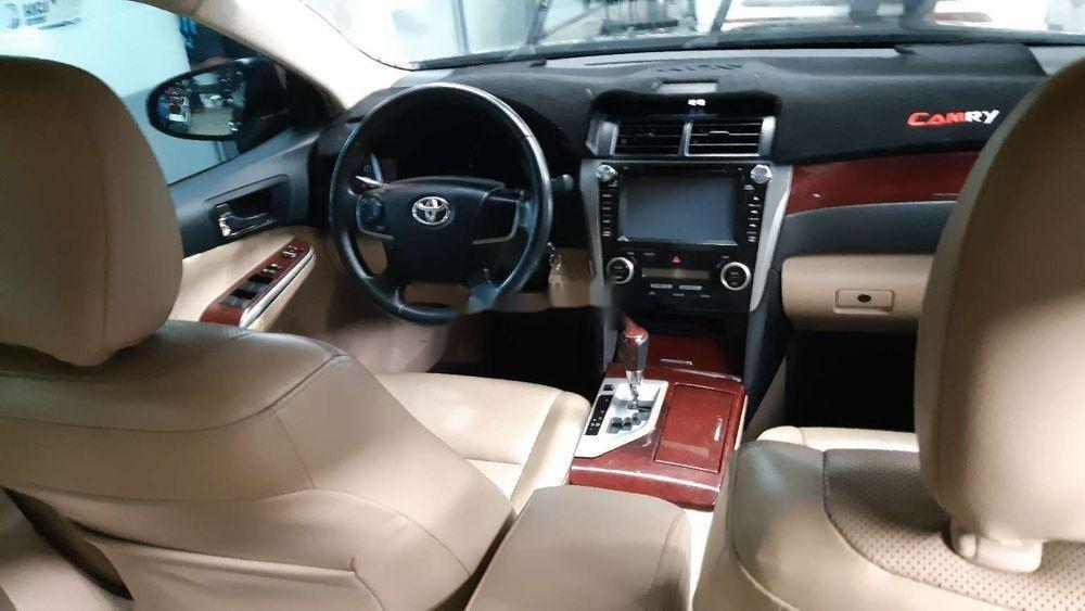 Bán xe Toyota Camry 2.0E năm 2014, màu đen chính chủ (7)