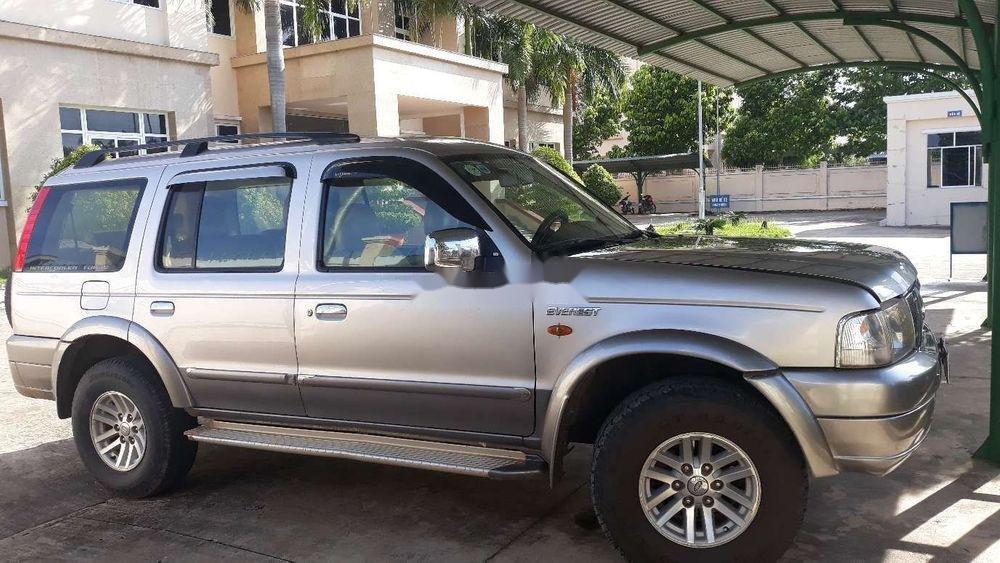Cần bán lại Ford Everest năm 2006, màu bạc, số sàn, giá cạnh tranh (1)