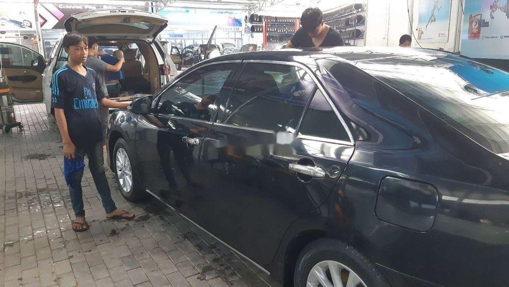 Bán xe Toyota Camry 2.0E năm 2014, màu đen chính chủ (2)