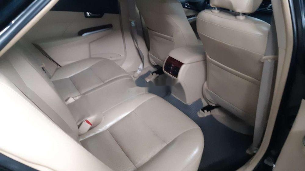 Bán xe Toyota Camry 2.0E năm 2014, màu đen chính chủ (8)