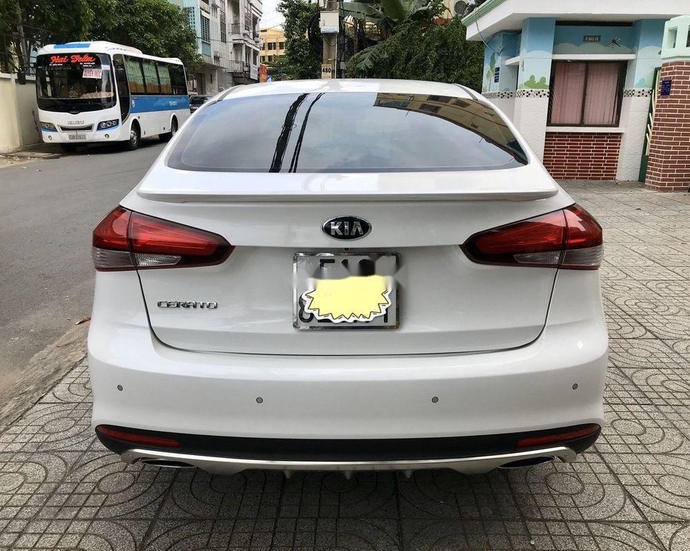 Cần bán gấp Kia Cerato 1.6 AT 2018, màu trắng số tự động, giá tốt (5)