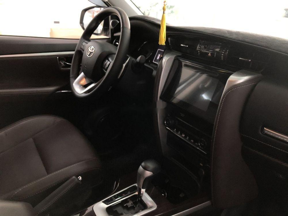 Cần bán xe Toyota Fortuner năm sản xuất 2019, màu trắng, nhập khẩu (10)