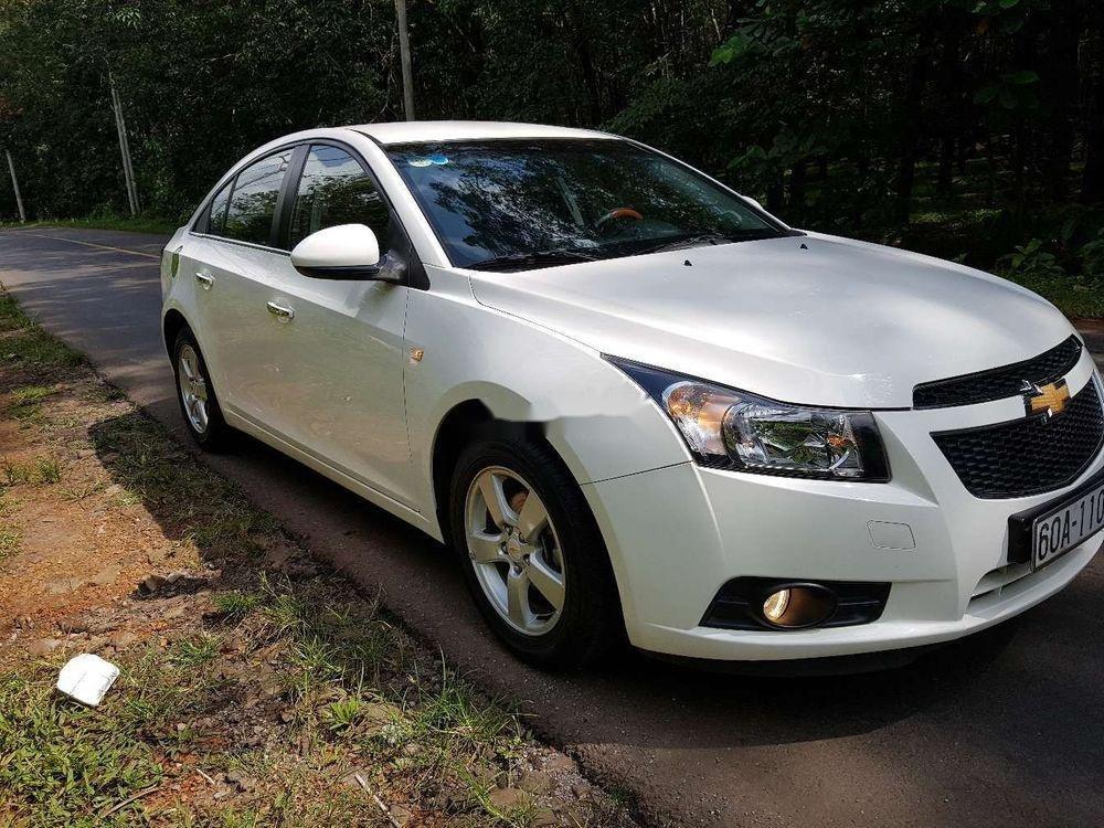 Cần bán lại xe Chevrolet Cruze MT đời 2013, màu trắng, giá 326tr (3)