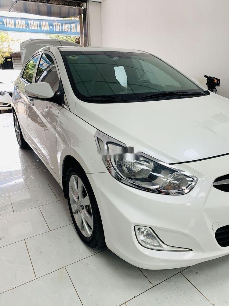 Cần bán xe Hyundai Accent AT sản xuất 2012, màu trắng, nhập khẩu nguyên chiếc, giá tốt (1)