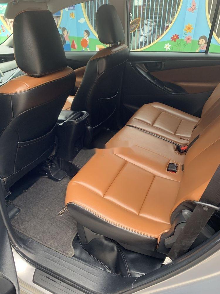 Bán xe Toyota Innova đời 2017, màu bạc số sàn, 625tr (9)