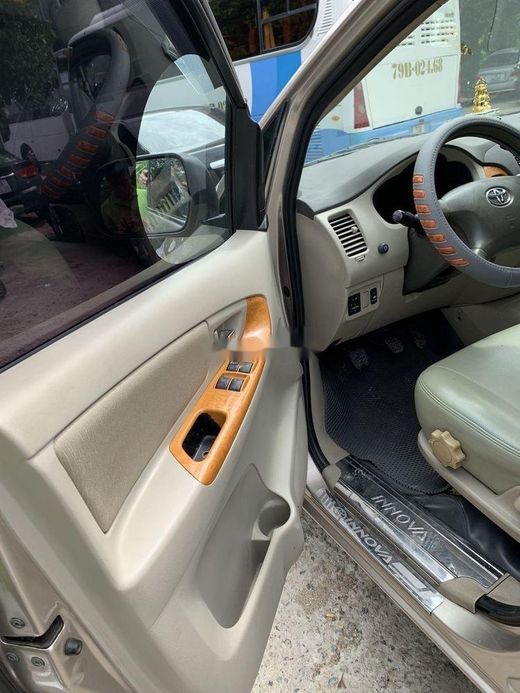 Cần bán Toyota Innova sản xuất 2010, gia đình sử dụng bảo quản kỹ (5)