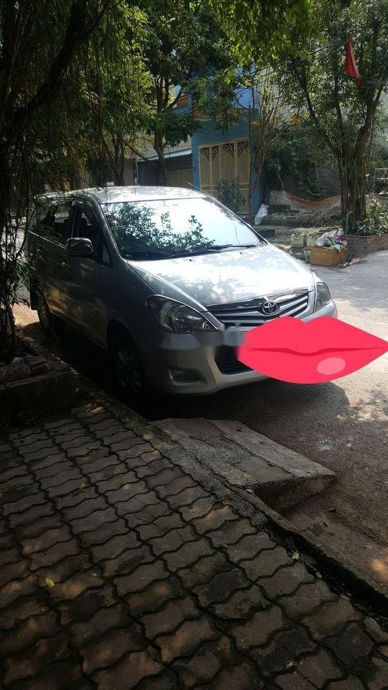Cần bán xe Toyota Innova sản xuất năm 2010, màu bạc, giá tốt (3)