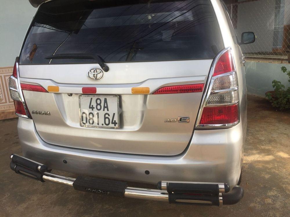 Bán Toyota Innova MT sản xuất năm 2014, màu bạc giá cạnh tranh (4)