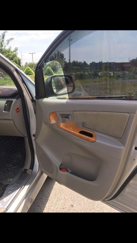 Cần bán Toyota Innova sản xuất 2011, màu bạc, nhập khẩu nguyên chiếc   (4)