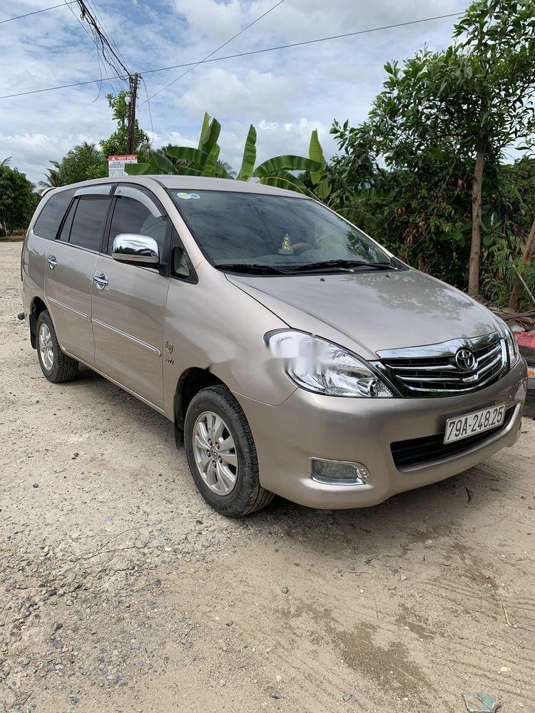 Cần bán Toyota Innova sản xuất 2010, gia đình sử dụng bảo quản kỹ (1)