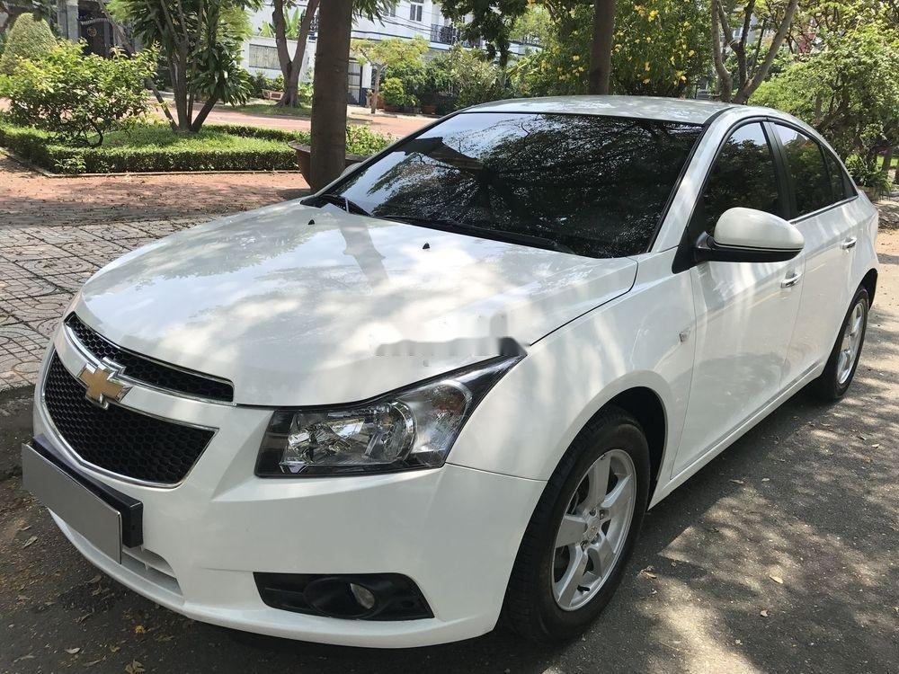Bán Chevrolet Cruze đời 2014, màu trắng số sàn (3)