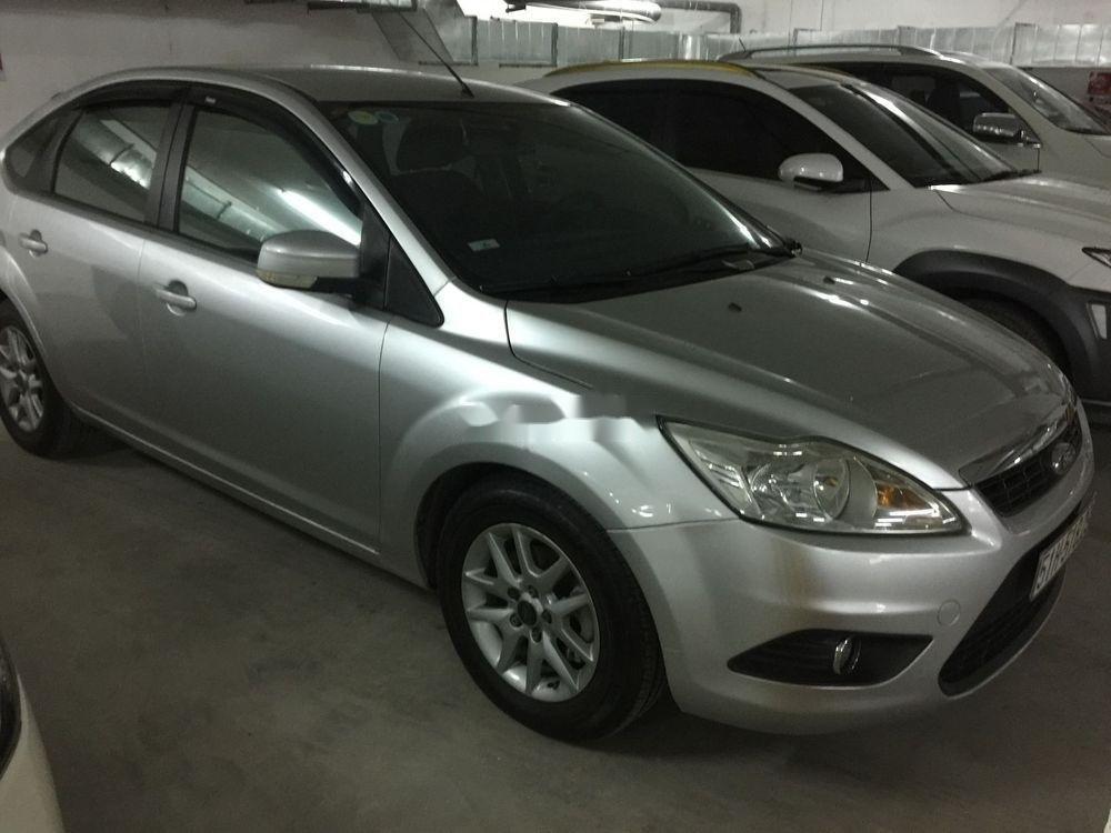 Bán xe Ford Focus 2010, màu bạc, chính chủ, giá cạnh tranh (1)