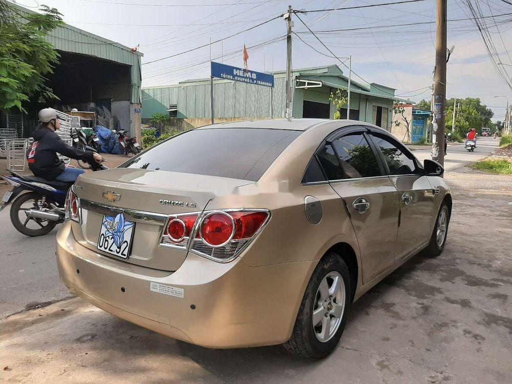 Cần bán Chevrolet Cruze năm 2010, màu vàng, chính chủ, giá tốt (3)